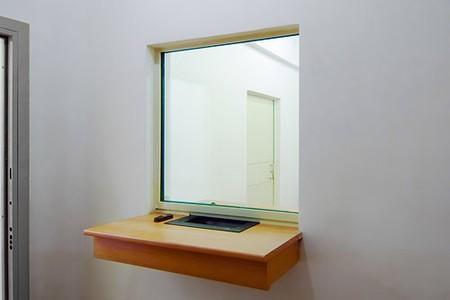 Пулестойкое окно и лючок для кассы